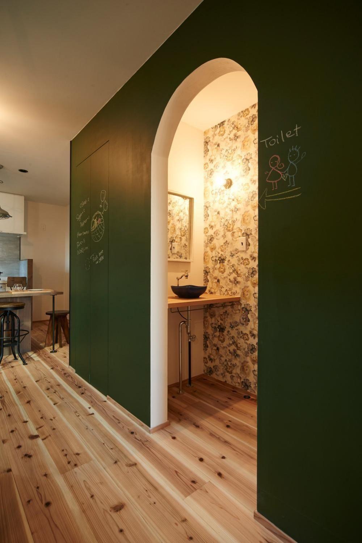 industrial style house (手洗い・黒板壁)