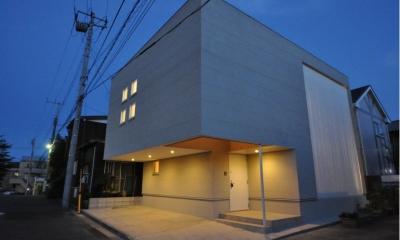 松波の家 (外観-夕景)