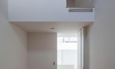 ロフトのある洋室|光が通り抜ける家