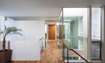 坪庭の家 (廊下)
