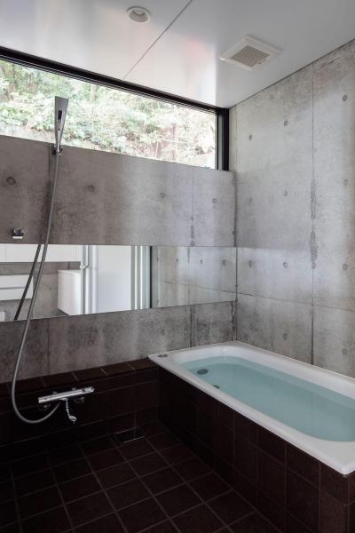 バスルーム (お隣と共有する「第2のGL」をもつ家)