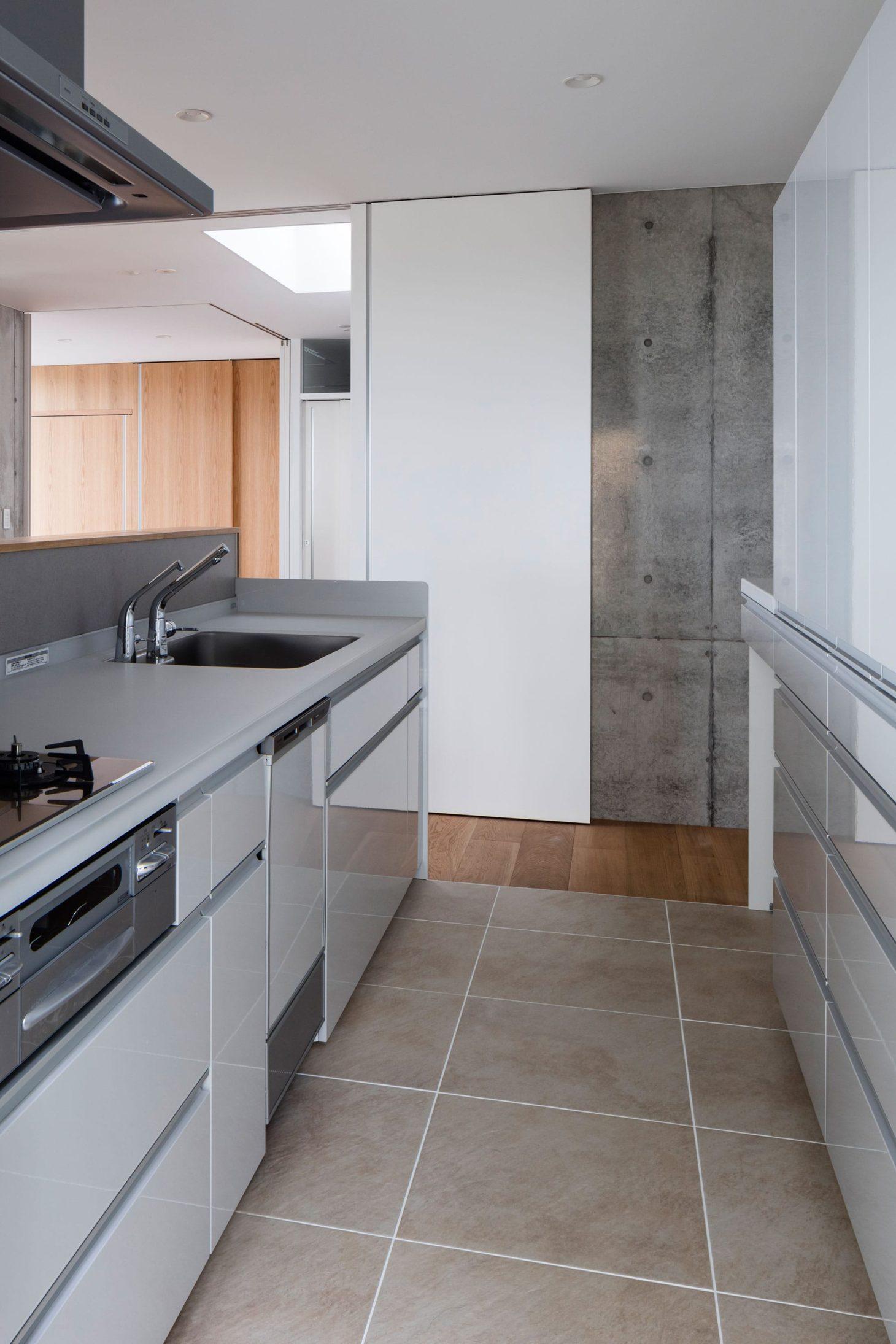 お隣と共有する「第2のGL」をもつ家の写真 キッチン