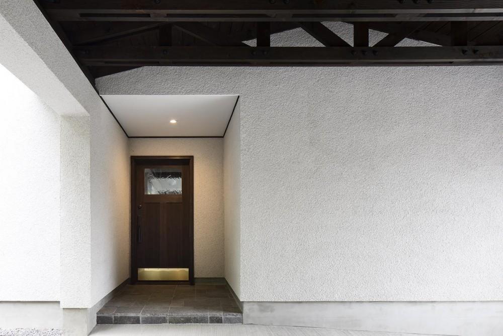箱根板橋S邸-高台に建つヴォーリズ建築へのオマージュ- (玄関前)