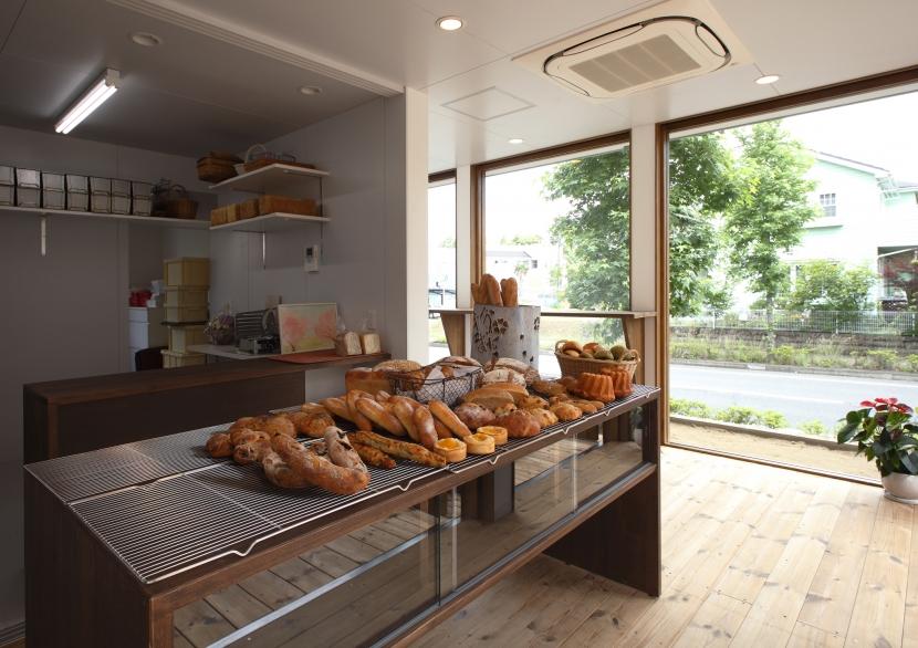 飯沼 竹一「季美の森のパン屋さん」