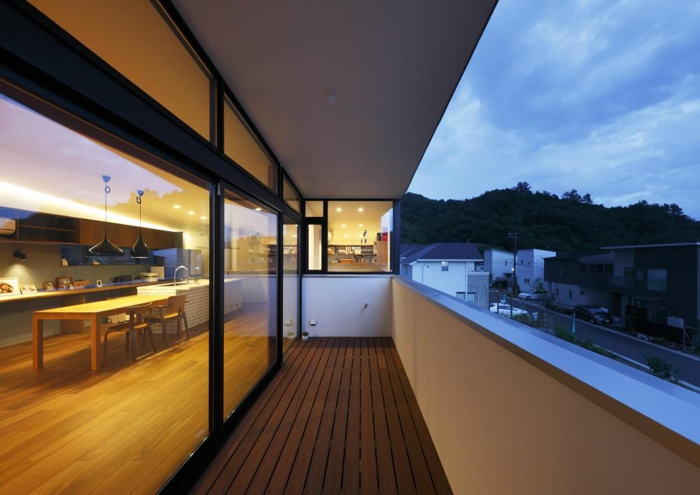 宝塚の家 _太陽を取り込む眺望の家 (大きなテラス)