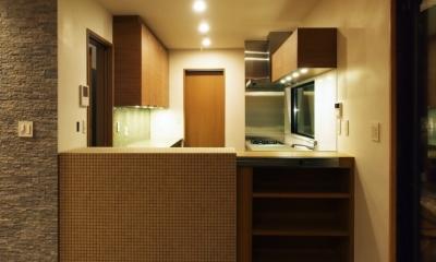 世代交代した井草の家 (キッチン(仕切りを閉じた状態))