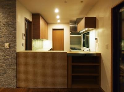キッチン(仕切りを閉じた状態) (世代交代した井草の家)