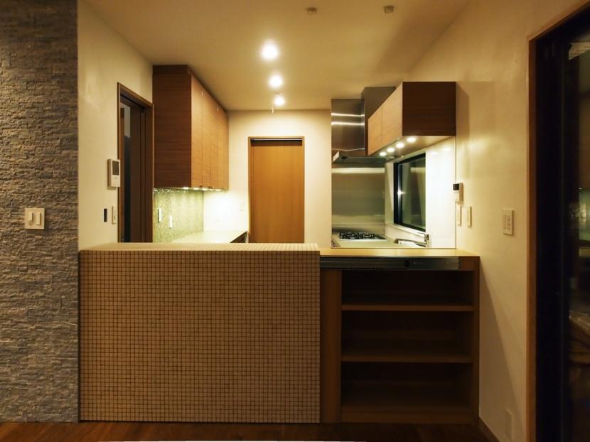 世代交代した井草の家の部屋 キッチン(仕切りを閉じた状態)