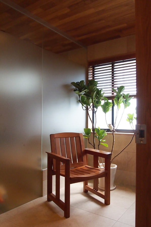 世代交代した井草の家 (バスルーム)