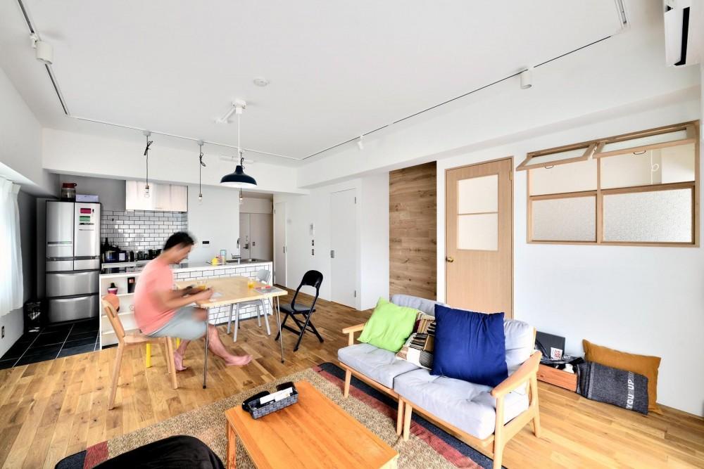 無垢床・壁のLDK (高円寺×ヴィンテージ。変わり続けるリノベーションDIY住まい)
