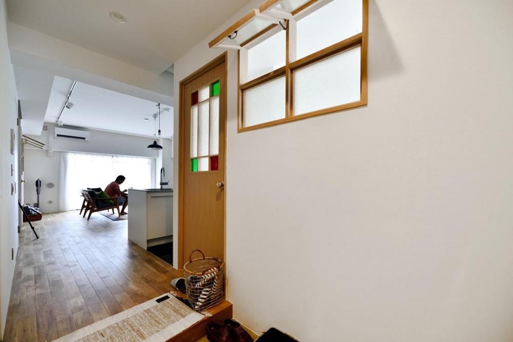 高円寺×ヴィンテージ。変わり続けるリノベーションDIY住まい (玄関からのぞくLDK)