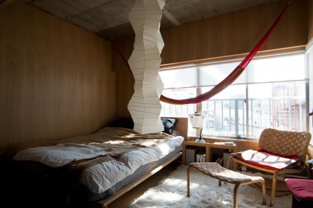 コンセプトは「開放的に暮らすこと」 家族を包み込むフレキシブルなリノベーション (居室)