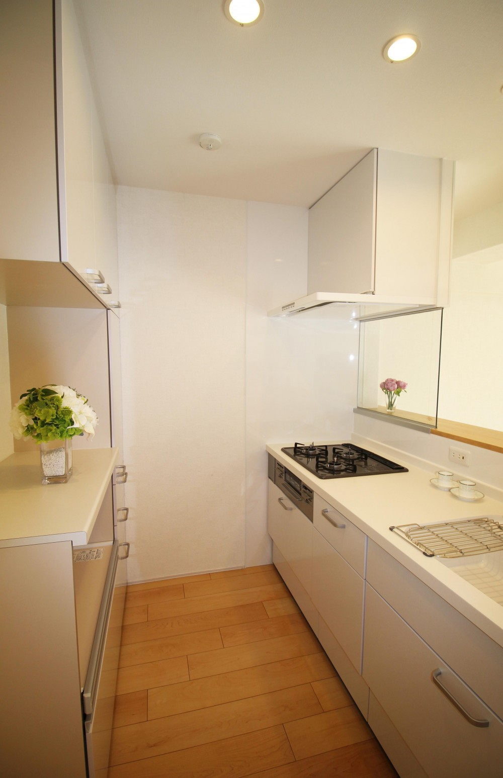 造作家具で壁面スッキリ、オンリーワンの広々なLDK (対面式キッチン カウンター付き)