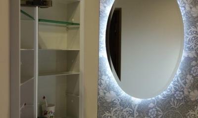 新しい英国スタイルとモダンのマリアージュ (ウォールミラーと埋め込み式の収納付き鏡)
