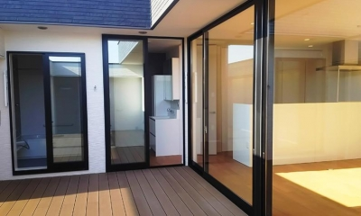 プライベートテラス|大きな2階プライベートテラスを持つ住宅