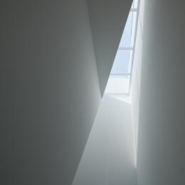 玉津の住宅 / House in Tamatsu (2〜3階階段上部トップライト)