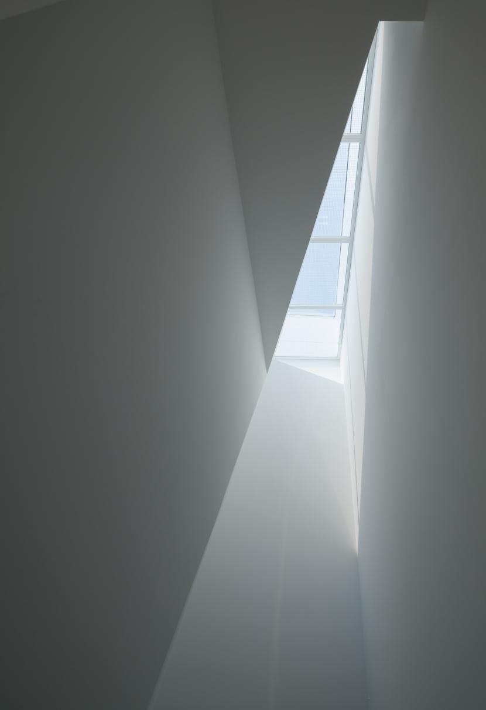 玉津の住宅 / House in Tamatsuの部屋 2〜3階階段上部トップライト