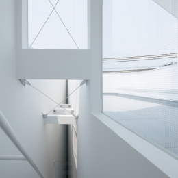 玉津の住宅 / House in Tamatsu (3階〜屋上階段とテラス)