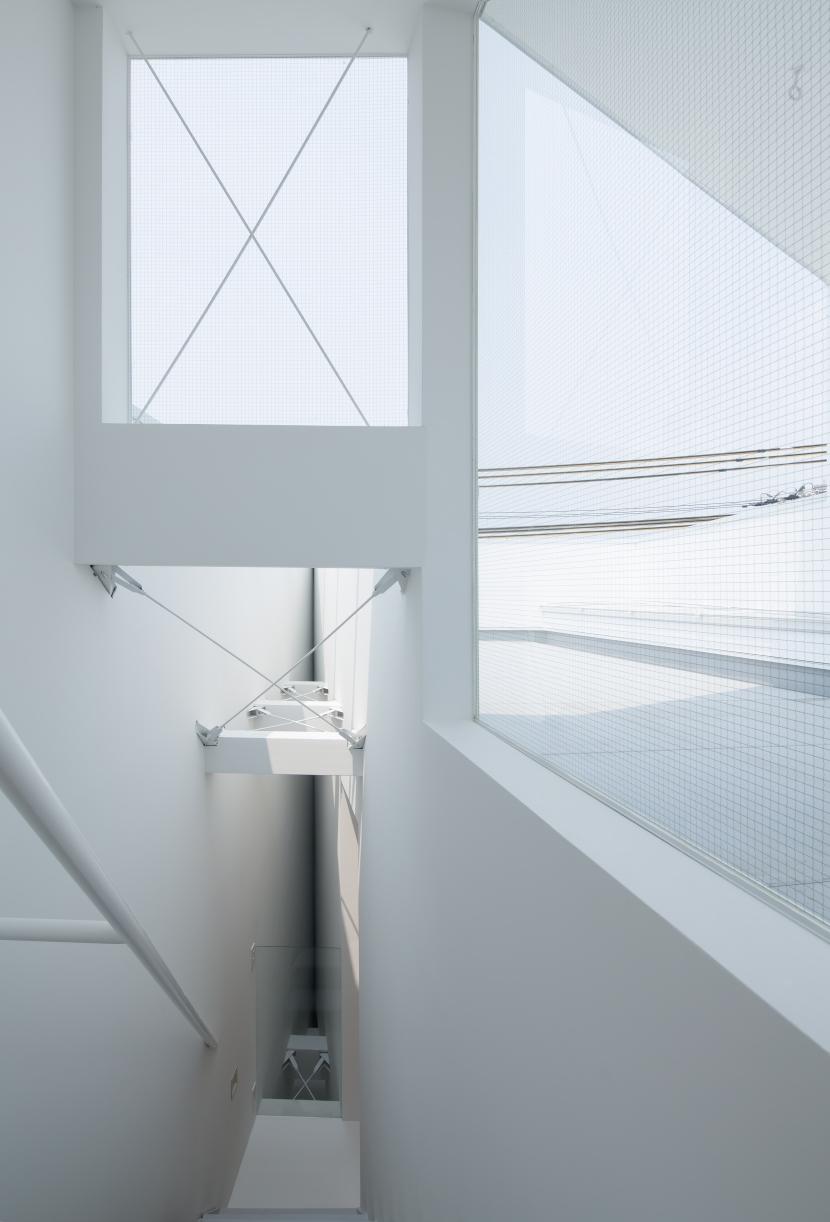 玉津の住宅 / House in Tamatsuの部屋 3階〜屋上階段とテラス