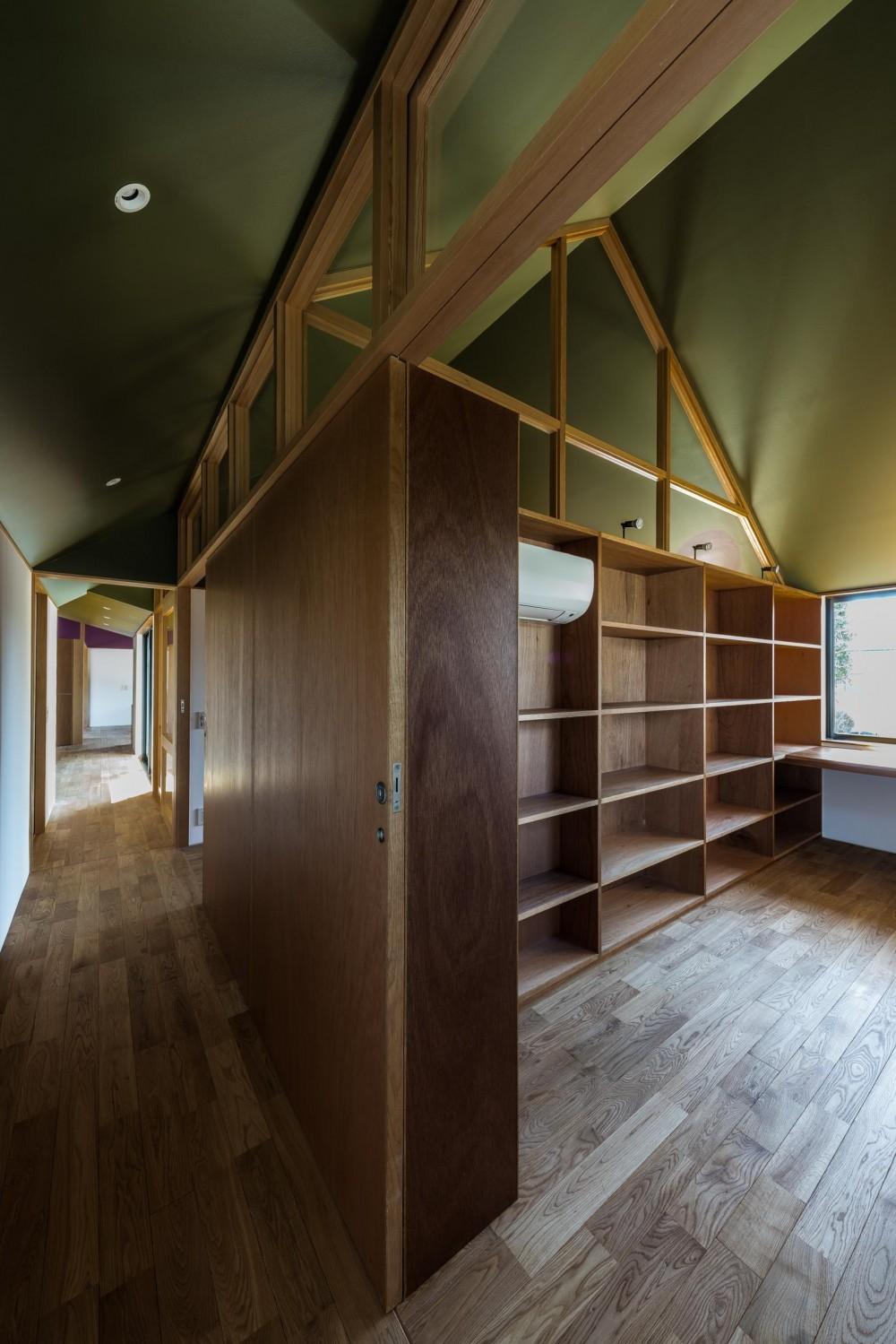 『ウィークリンク』6つの小屋が東西につながり、家族の多様な居場所をつくる家 (書斎)