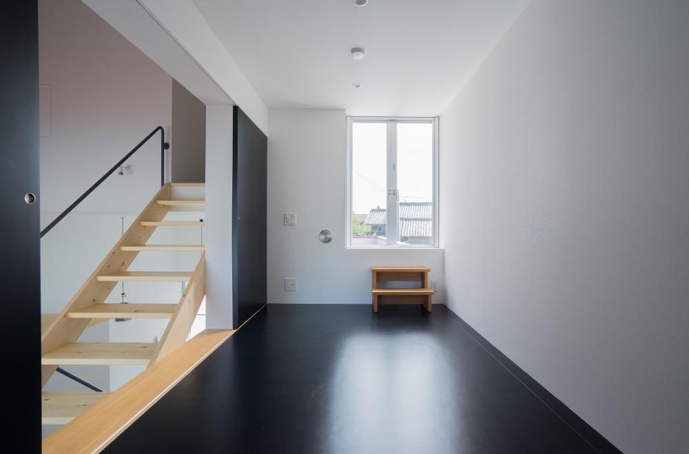 『グロット』スキップフロアでつながる一体的内部空間 (予備室)