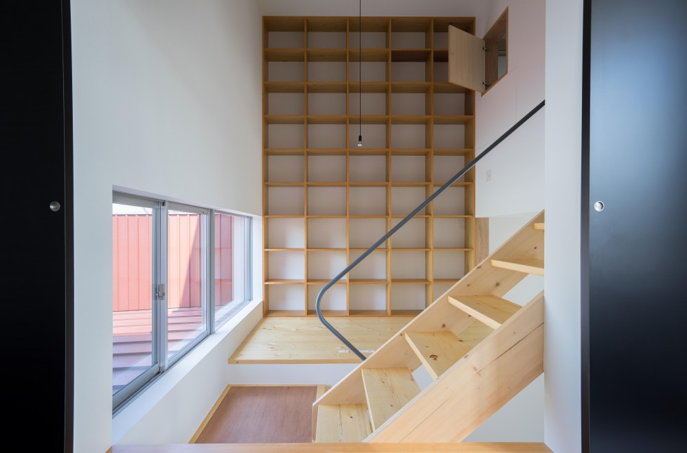 『グロット』スキップフロアでつながる一体的内部空間 (書斎)