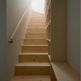 House F (1〜2階階段)