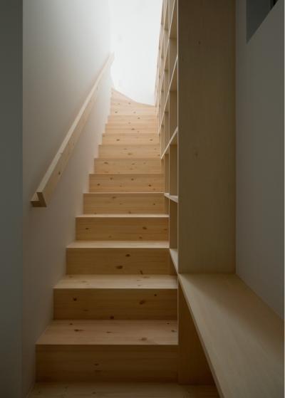 1〜2階階段 (House F)