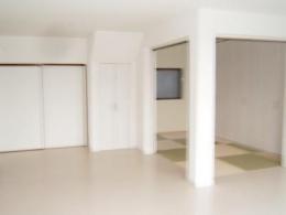 親子3人の広々快適なマイホーム (リビング・ダイニング)
