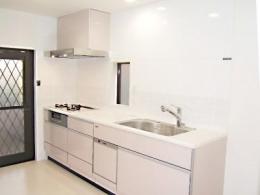 親子3人の広々快適なマイホーム (キッチン)