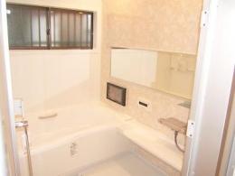 親子3人の広々快適なマイホーム (バスルーム)
