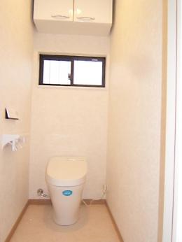 親子3人の広々快適なマイホーム (トイレ)