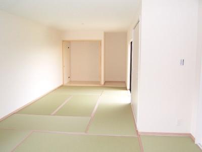 親子3人の広々快適なマイホーム (和室)