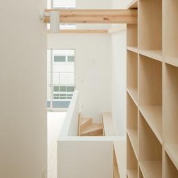 2〜3階階段(本棚)