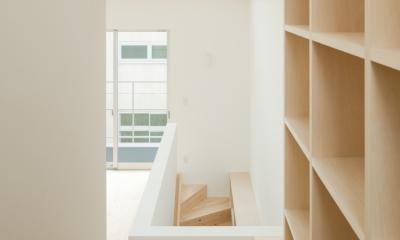 House F (2〜3階階段(本棚))