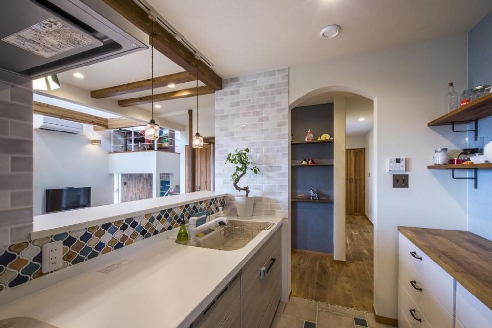 中二階を取り入れた北欧スタイルの家 (キッチン)