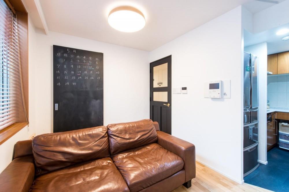 東京都新宿区・床暖房対応無垢ナラ材・和漆喰・チョークボードペイント (リビング)