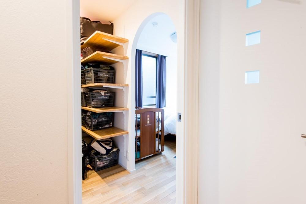 東京都新宿区・床暖房対応無垢ナラ材・和漆喰・チョークボードペイント (WIC~寝室)