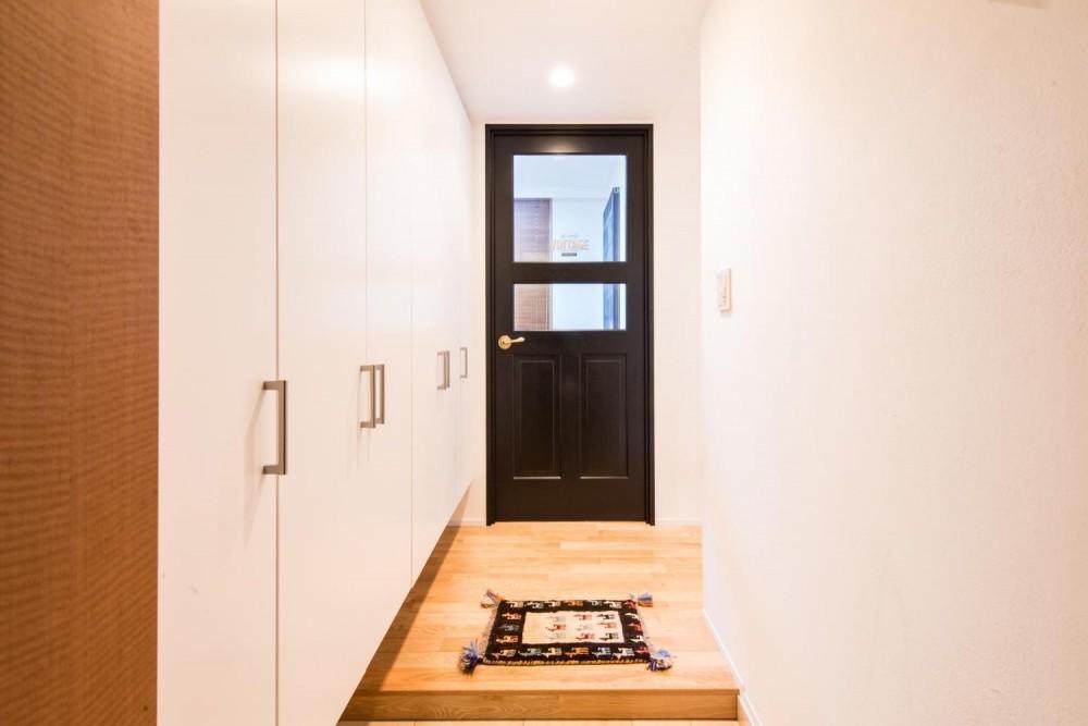 東京都新宿区・床暖房対応無垢ナラ材・和漆喰・チョークボードペイント (玄関・木製建具)