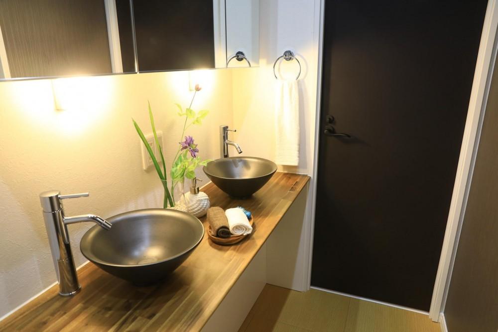 東大島リノベーションプロジェクト (広々の洗面室)