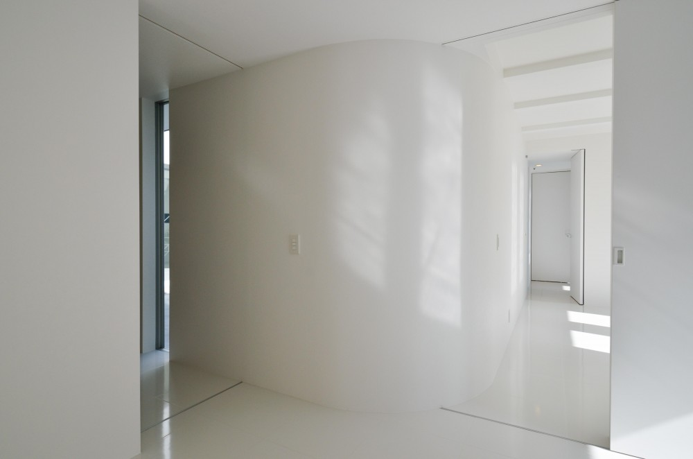 湧水町の住宅 (寝室の曲面壁)