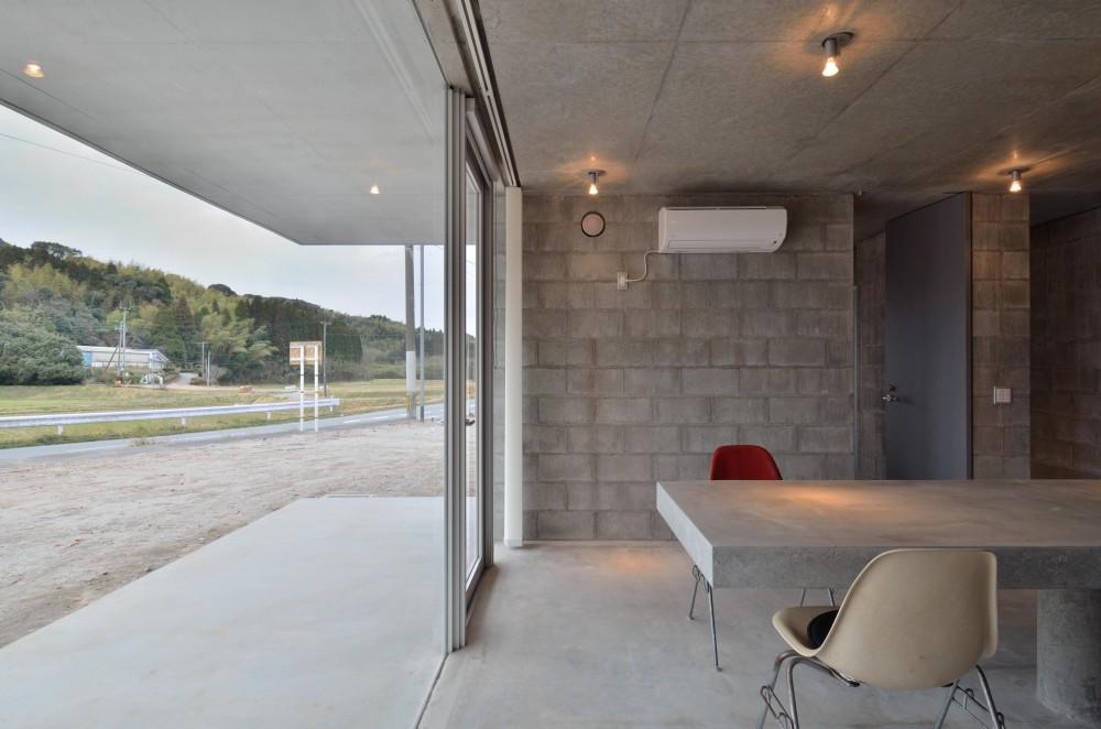 飯牟礼の住宅 (テラスに面するダイニングカウンター)