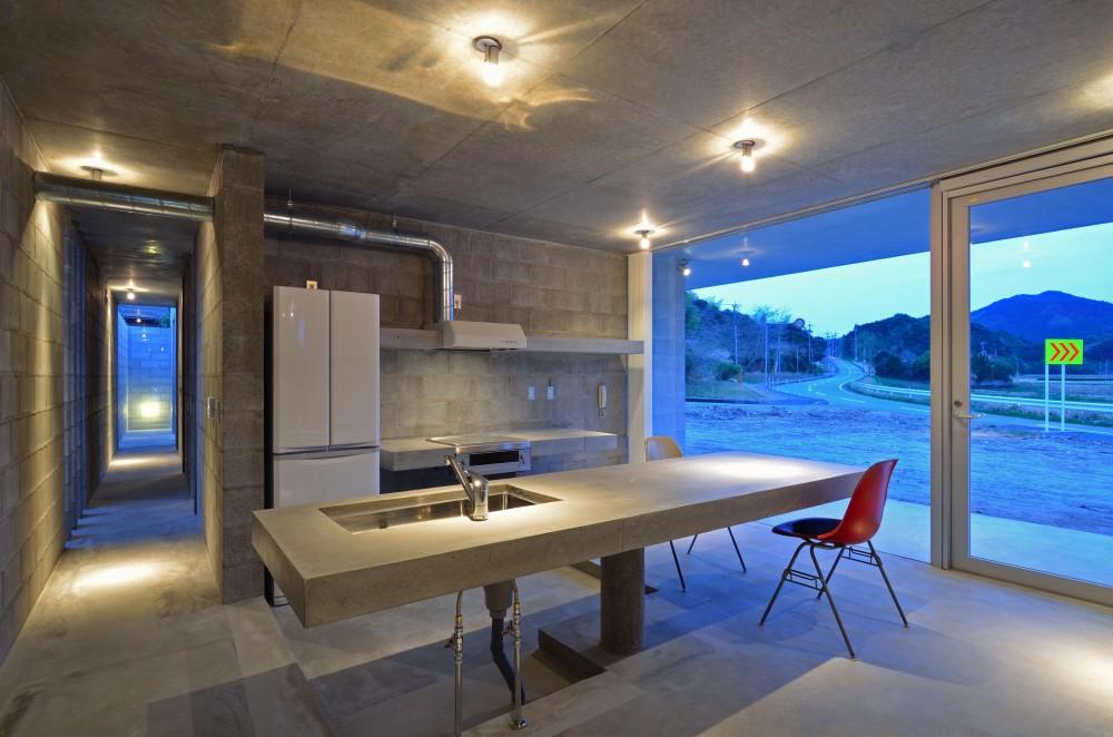 飯牟礼の住宅 (コンクリート製のキッチン・ダイニングカウンター)
