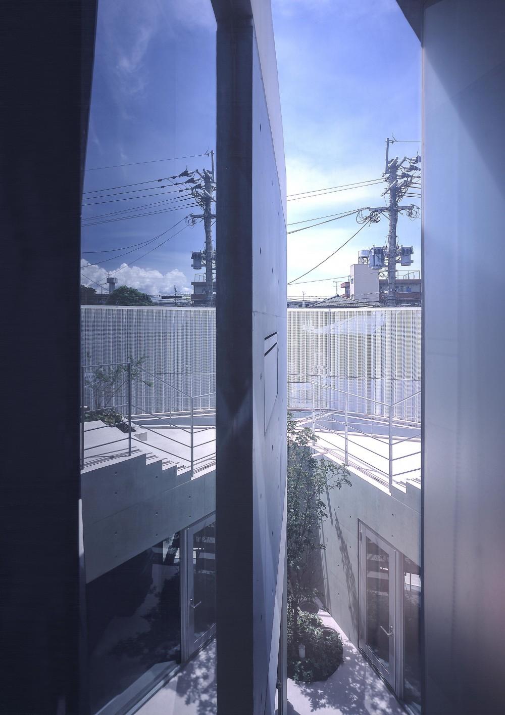 宇宿の住宅 (2階廊下より中庭方向を見る)