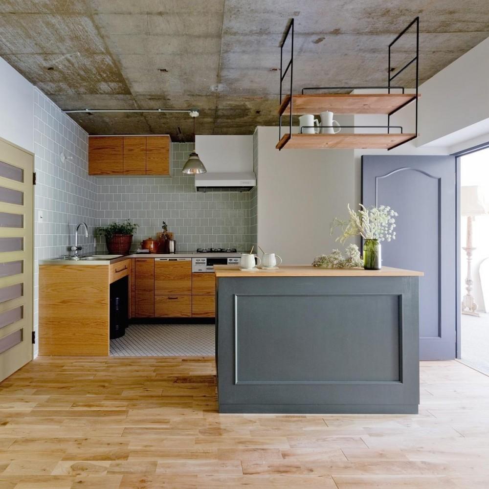 兵庫県Y邸 -小さな書斎があるレモンの木を望む家- (オリジナルキッチンとカウンター)