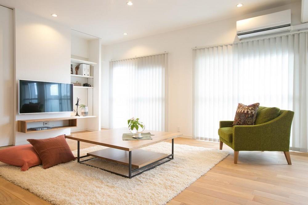 家族構成に合わせたマンションリノベーション (収納を兼ねた造作のテレビボード)