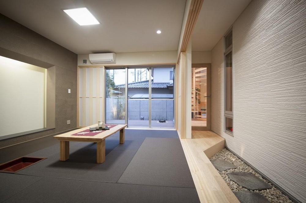 和モダン・リノベーションの家 (和室と路地)