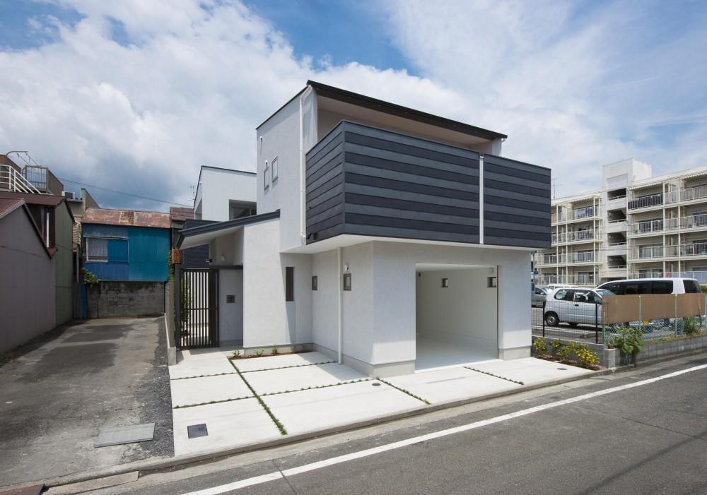 オープンエア(開放感にあふれる戸外とのつながり)を楽しむ家 (南側外観)