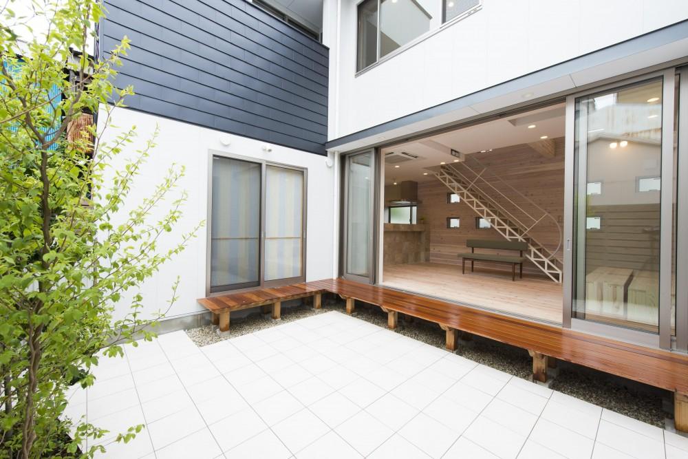 オープンエア(開放感にあふれる戸外とのつながり)を楽しむ家 (ライトコート(中庭))