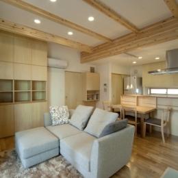 空気集熱ソーラーのある二世帯住宅